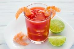 Caldo de camaron, de consome camarones, cocktail de camarão com alimento de mar mexicano do limão em México imagens de stock