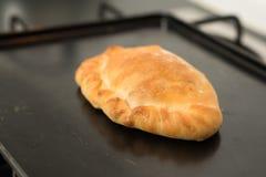 Caldo pastoso al forno dal forno su un vassoio di cottura Fotografie Stock