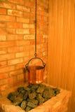 caldronen bränner till kol bastun royaltyfri foto