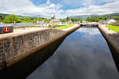 Caledonian kanal på forten Augustus, Skottland arkivfoto