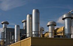 Calefacción y ventilación del tejado de la fábrica Foto de archivo libre de regalías