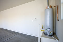 Calefator de água quente em uma garagem Foto de Stock Royalty Free