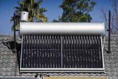 Calefator de água solar - câmaras de ar de vidro evacuadas fotografia de stock
