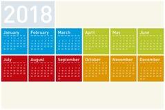 Calendário colorido pelo ano 2018, no formato do vetor foto de stock