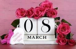Calendário de bloco de madeira branco do vintage do dia das mulheres internacionais Fotos de Stock