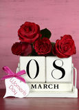 Calendário de madeira branco do vintage para o 8 de março, o dia das mulheres internacionais Imagens de Stock