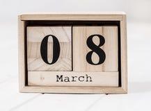 Calendário de madeira que mostra o março oito Imagens de Stock Royalty Free