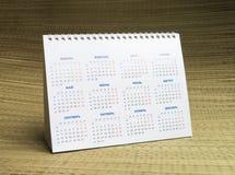 Calendário de papel no fundo bege Fotografia de Stock