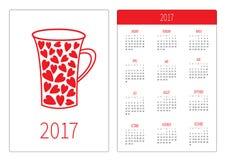 Calendário do bolso 2017 anos A semana começa domingo Molde vertical da orientação do projeto liso Xícara de chá vermelha do cora Fotos de Stock
