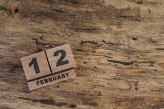 Calendário do cubo para fevereiro no fundo de madeira Fotos de Stock Royalty Free