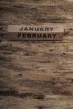 Calendário do cubo para janeiro e fevereiro no fundo de madeira Foto de Stock