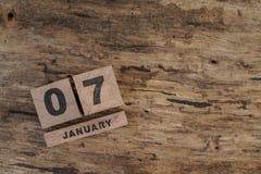 Calendário do cubo para janeiro no fundo de madeira Fotos de Stock Royalty Free