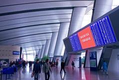 Calendário eletrônico da tela do salão da estação de comboio imagem de stock royalty free
