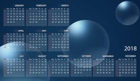 Calendário 2018 em inglês Começos da semana em domingo Bolhas no fundo azul ilustração royalty free