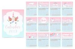 Calendário mensal 2019 do arco-íris bonito com unicórnio, cabeça, estrela, coração fotos de stock royalty free