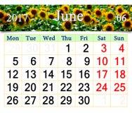 Calendário para junho de 2017 com girassóis amarelos Fotos de Stock