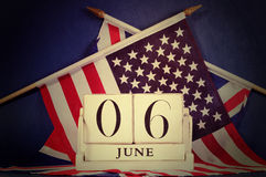 Calendário retro do dia D do estilo do vintage e EUA e bandeiras britânicas Fotos de Stock Royalty Free