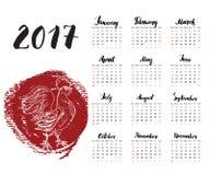 Calendar 2017 год, с петухом нарисованным рукой красным Литерность месяца, неделя начинает воскресенье также вектор иллюстрации п Стоковые Фото