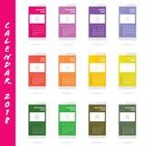 Calendar för året 2018 med den vita mobiltelefonillustrationen Royaltyfria Bilder