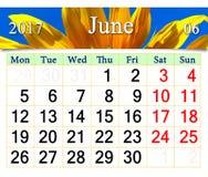 Calendar för Juni 2017 med den gula solrosen Royaltyfri Bild