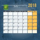 Calendar mallen för 2018 den Juli månaden med abstrakt grungebakgrund Arkivfoton