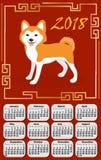 Calendar 2018 no estilo de Ásia com cão e quadro chinês A semana parte de segunda-feira Molde para seu projeto em um vermelho Foto de Stock Royalty Free