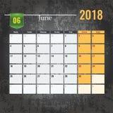 Calendar o molde para o mês 2018 de junho com fundo abstrato do grunge Fotografia de Stock Royalty Free