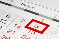 Calendar a página com data marcada 8 de março Fotos de Stock Royalty Free