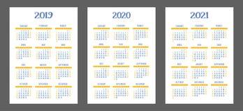 Calendar uppsättningen 2019, 2020, 2021 år Färg fack Veckastarter på söndag blå yellow Royaltyfri Foto