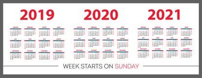 Calendar uppsättningen 2019, 2020, 2021 år Röd färg, fack Veckastarter på söndag Arkivbild
