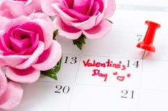 Calendar uppvisning av datumet 14th Februari, valentindagen Arkivfoton