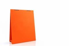 Calendario anaranjado del espiral del escritorio del papel en blanco Imagenes de archivo