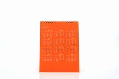 Calendario arancio 2016 di spirale dello scrittorio della carta in bianco Fotografie Stock Libere da Diritti