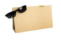 Calendario in bianco con il vetro di sole Immagini Stock Libere da Diritti
