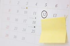 Calendario blanco de la oficina con la marca de la cita Fotografía de archivo