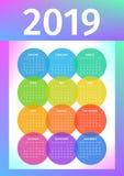 Calendario colorido 2019 de círculos multicolores ilustración del vector