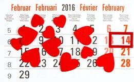 Calendario con il contrassegno rosso il 14 febbraio Immagine Stock