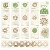 Calendario 2017 con il modello rotondo etnico dell'ornamento nei colori rossi e verdi Fotografia Stock