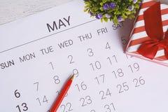 Calendario con la caja de regalo Fotografía de archivo