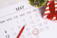 Calendario con la caja de regalo Fotos de archivo libres de regalías