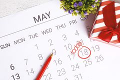 Calendario con la caja de regalo Fotografía de archivo libre de regalías