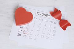 Calendario con la caja de regalo roja Fotografía de archivo libre de regalías