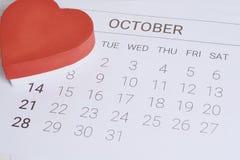 Calendario con la caja de regalo roja Imagen de archivo