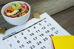 Calendario con la comida de la resolución y de la dieta del Año Nuevo Imágenes de archivo libres de regalías