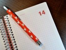 Calendario con la fecha del 14 de febrero abierta Fotografía de archivo libre de regalías