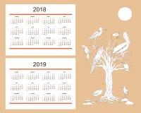 Calendario creativo con gli uccelli tropicali tirati per l'anno 2018 della parete, Immagini Stock
