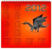 calendario de 2012 años con el dragón negro del origami. Fotografía de archivo