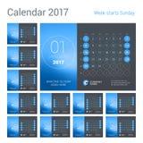 Calendario de escritorio por 2017 años Plantilla de la impresión del diseño del vector con el lugar para la foto La semana comien Imagen de archivo