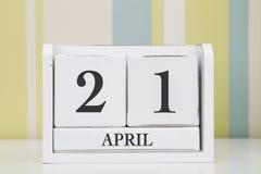 Calendario de la forma del cubo para el 21 de abril Imagen de archivo libre de regalías