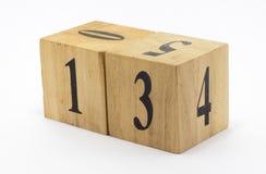 Calendario de madera cúbico de la fecha del estilo imagenes de archivo